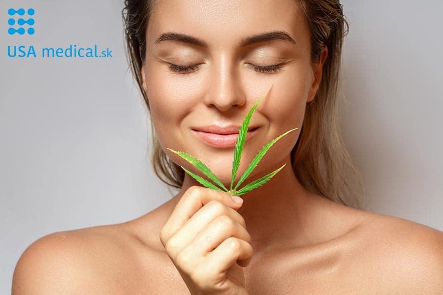 Kozmetika CBD. Krásna žena s listom konope